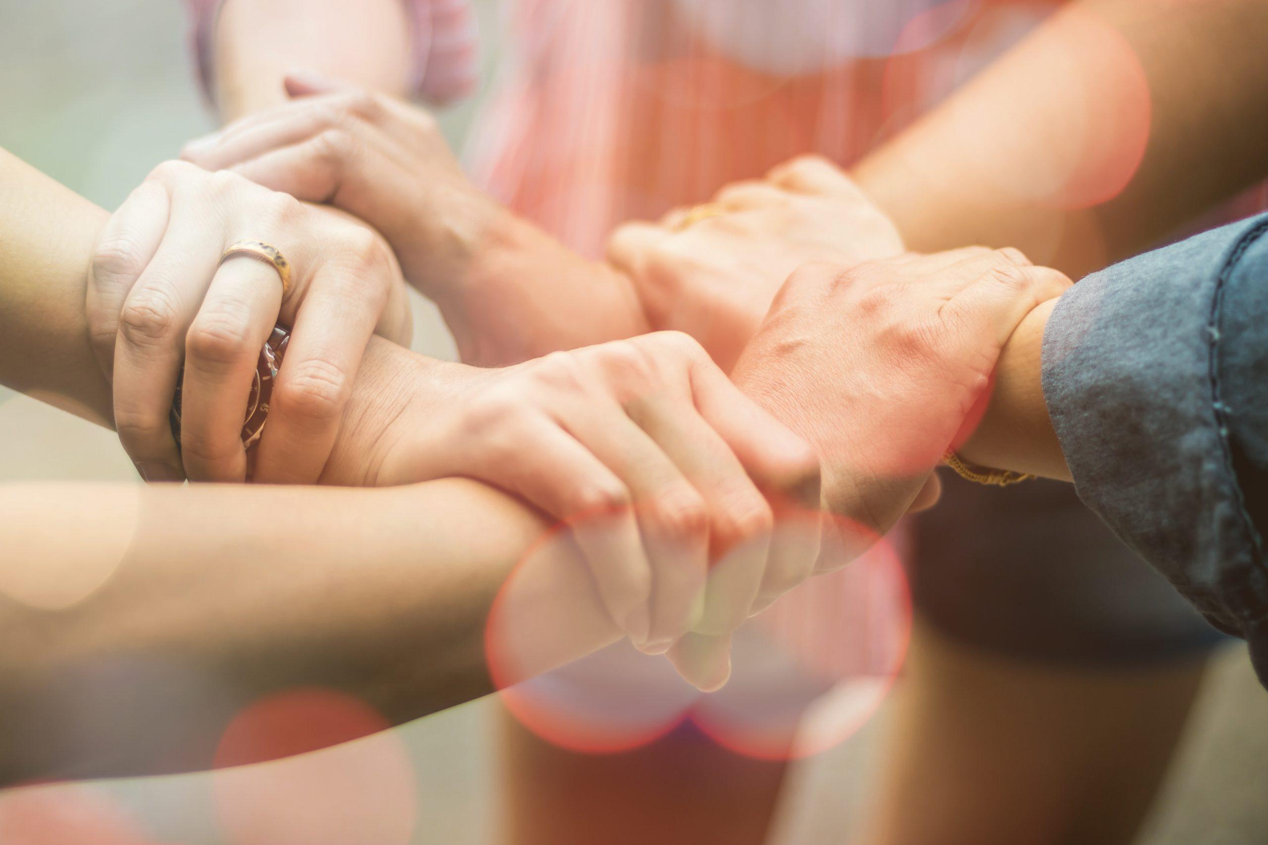 mains qui s'unissent
