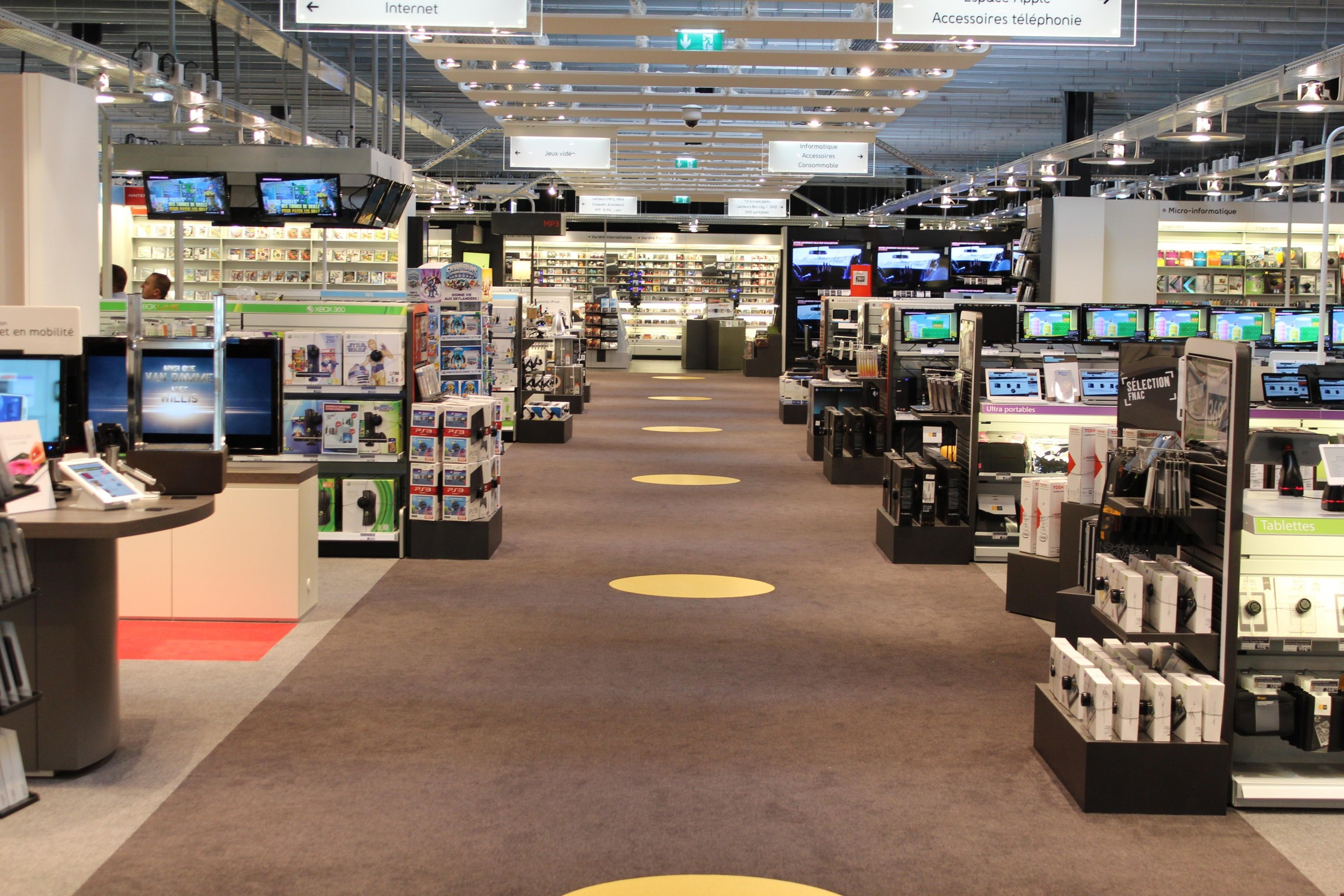 interieur-magasin-fnac-darty